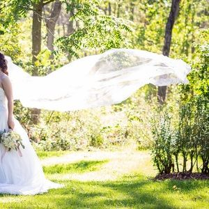 Extra long (3 meter) veil with hair accessory